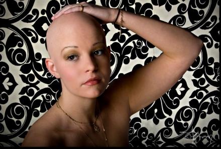 Perte de cheveux chez la femme : comment la transformer en atout beauté ?