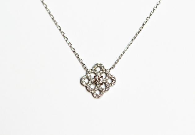 Argent et zirconium : l'alliance parfaite pour des bijoux élégants et accessibles