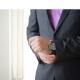 Le smoking sur mesure pour homme : de quelle tenue s'agit-il réellement ?